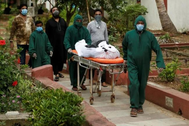 Body of Covid 19 Victim Remains Lying on Bengaluru Road for 3 Hours - Sakshi