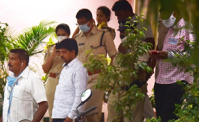 TDP Leader Kollu Ravindra Sent To Rajahmundry Central Jail - Sakshi