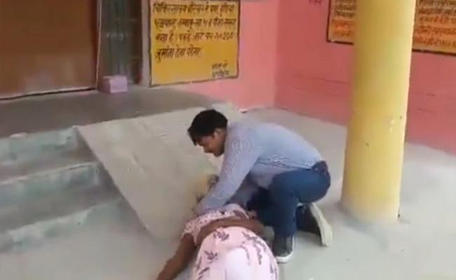 Hardoi Man Pleads To Help Outside Hospital For His Mother Lies On Floor Lost Breath - Sakshi