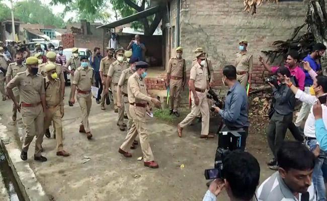 Uttar Pradesh Gangster Vikas Dubey Aide Arrested In Kanpur - Sakshi