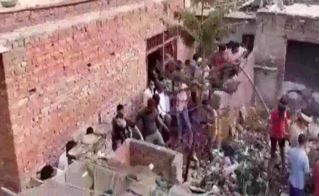 seven dead, 4 injured in explosion at factory in Ghaziabad - Sakshi
