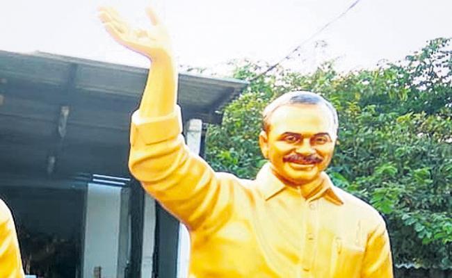 10 feet YSR bronze statue at Amadalavalasa - Sakshi