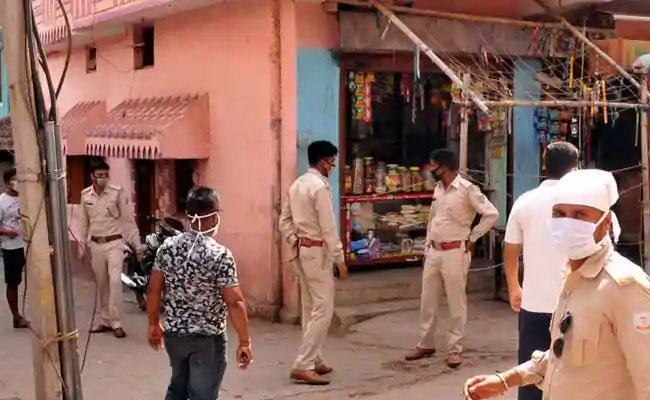 42 Cops Quarantined After Raiding Illegal Liquor Factory As Accused Test corona - Sakshi