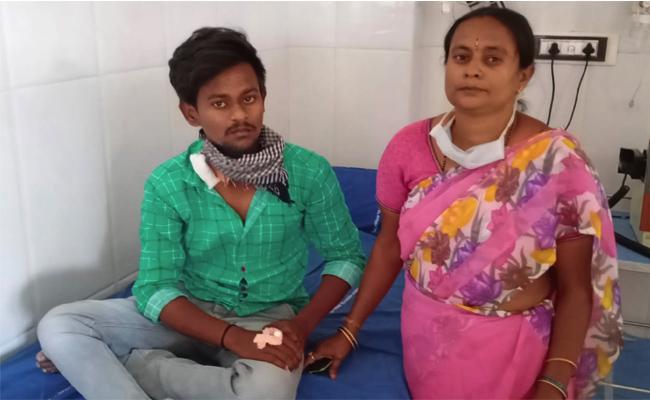 Young Man Suffering With kidney Disease in Proddatur - Sakshi
