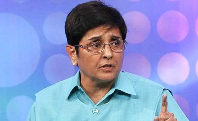Kiran Bedi Warns Shopkeepers Over  Covid Preventive Measures - Sakshi