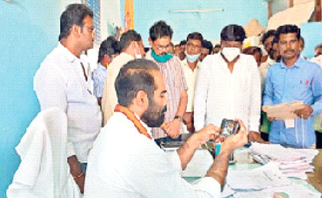 Chandrababu Warning To Revenue Department Officers In Kuppam - Sakshi