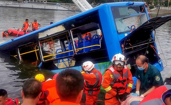 21 killed And 15 Injured As Bus Plunges Into Lake In Southern China - Sakshi