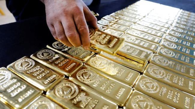 Gold price crosses 1800 dollars  - Sakshi