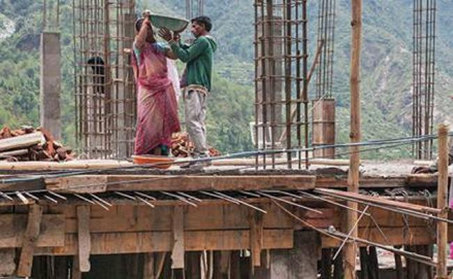 Construction Workers Suffering With Lockdown Rules in Prakasam - Sakshi