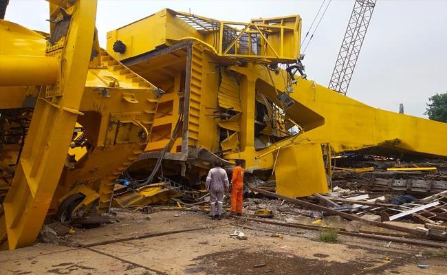 Crane Accident At Visakhapatnam Hindustan Shipyard - Sakshi