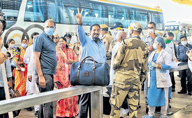 Rajasthan Congress MLAs supporting Gehlot being moved to Jaisalmer - Sakshi