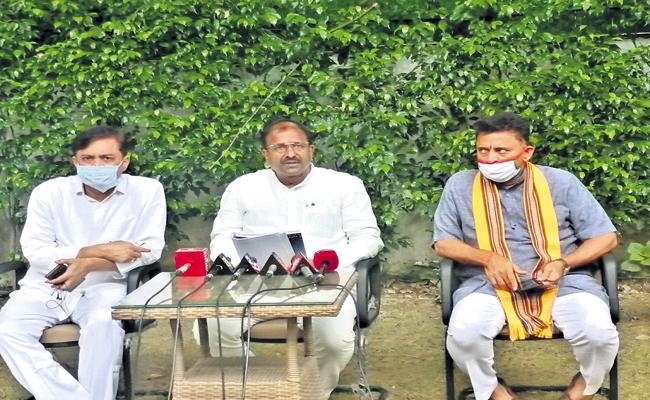 Somu Veerraju And GVL Narasimha Rao Comments On AP Three Capitals Bill - Sakshi