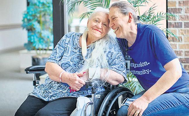 Long lost sisters from Nebraska credit COVID-19 - Sakshi