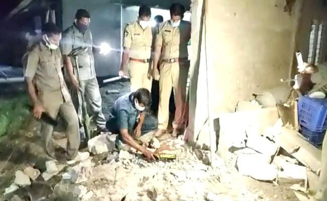 Huge Blast On Thursday Night In Avanigadda Krishna District - Sakshi