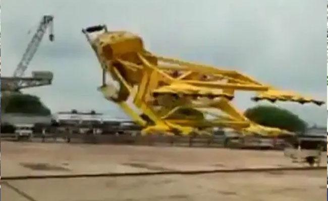 Hindustan Shipyard Crane Collapses VIdeo Viral - Sakshi