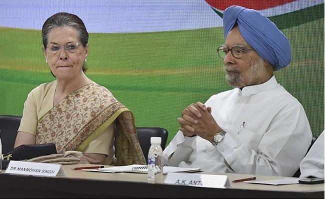 Shashi Tharoor Defend Manmohan Singh After Stormy Congress Meet - Sakshi