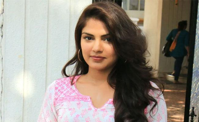 Sushanth SIngh Case Supreme Court likely to Hear Rhea Chakraborty Plea On 5th August - Sakshi