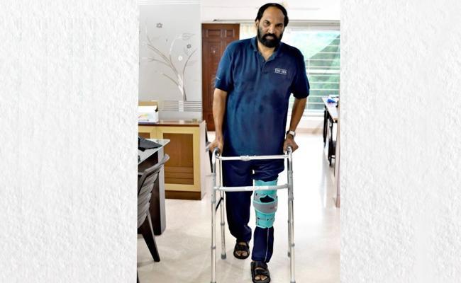 Uttam Kumar Reddy Hospitalized With Knee Injury - Sakshi