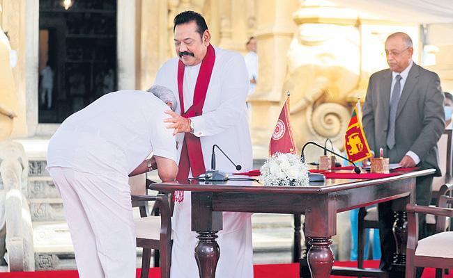 Mahinda Rajapaksa sworn in as Sri Lanka Prime Minister - Sakshi