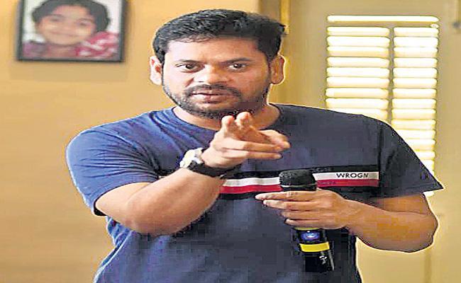 director subbu talking about  solo brathuke so better movie - Sakshi