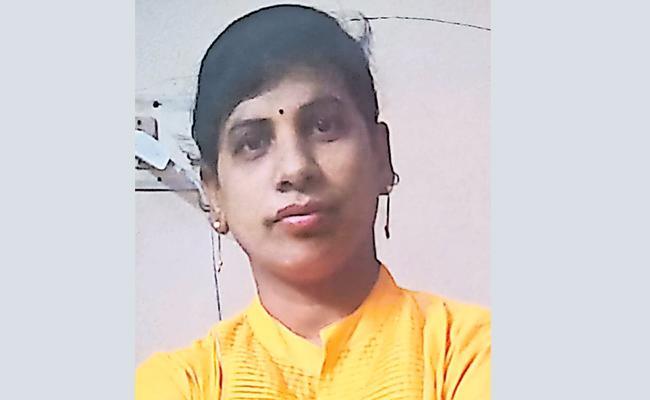 Married Woman Commits Suicide in Medak - Sakshi