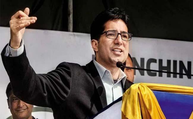 Jammu Kashmir Bureaucrat Turned Politician Shah Faesal Quits Politics - Sakshi