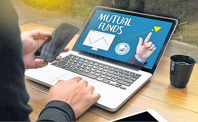 Equity mutual funds see outflow of Rs 2480 cr in July on profits - Sakshi