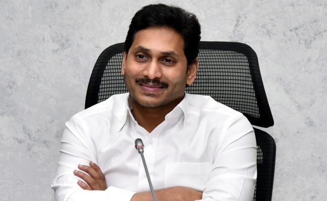 CM YS Jagan Video Conference With YSR Cheyutha Scheme Beneficiaries - Sakshi