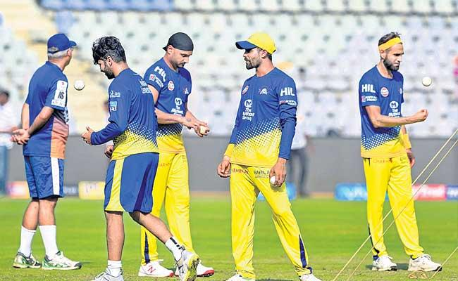Net Bowlers Also Moving With IPL Franchise - Sakshi