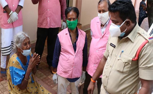 Son Leaves Mother on Road in Tirupati - Sakshi