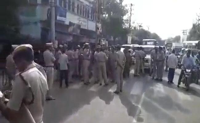 Home Ministry Orders Withdrawal Of Cases Against Old Guntur Police Station - Sakshi