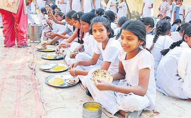 Central Government Hopes To Provide Students With Lunch As Well As Breakfast - Sakshi