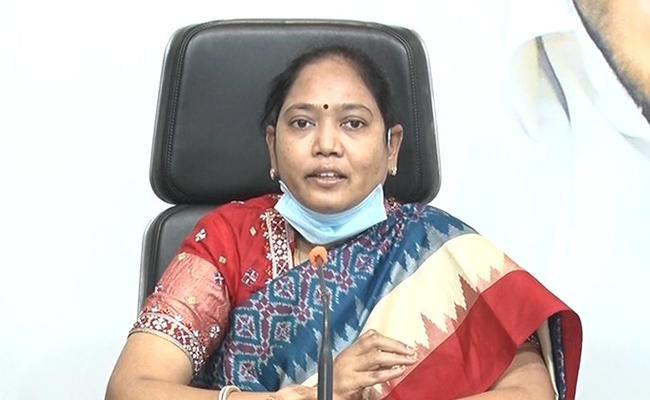 Mekathoti Sucharita Comments About YSR Cheyutha Programme In Tadepalli - Sakshi