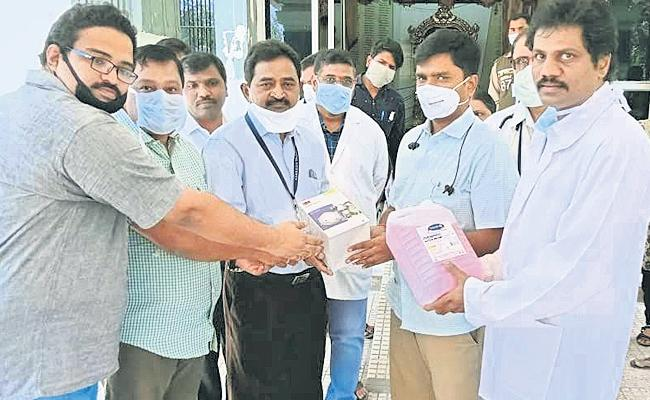 Corona: Doctor  Stays Away From Family And Doing His Duty In Tirupati - Sakshi
