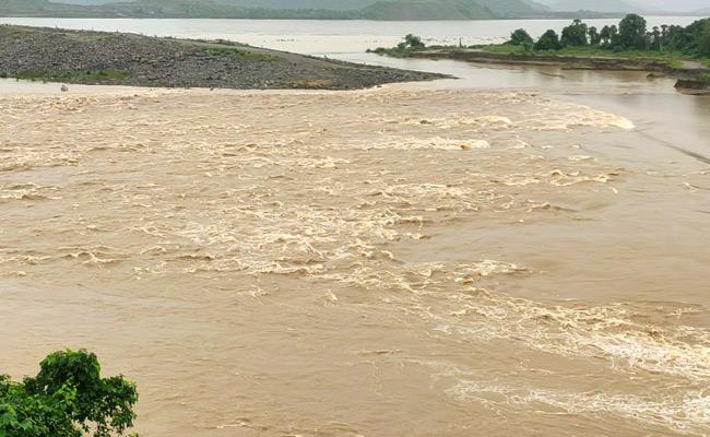 Rising Godavari Water At Polavaram In West Godavari District - Sakshi