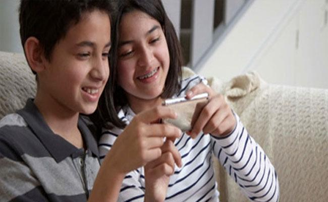 Survey: Childrens Mobile Using Is Increased In Lockdown - Sakshi