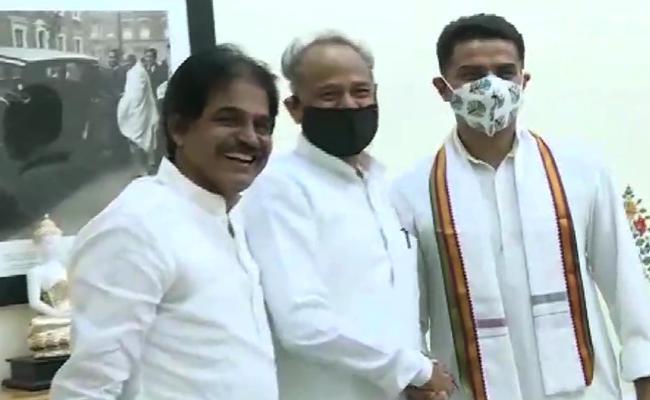 Sachin Pilot  Ashok Gehlot Meet After Congress Truce - Sakshi
