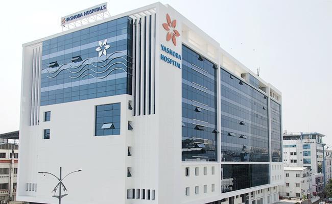 Yashoda Hospital Staff Nurse Commits End Lives in Hyderabad - Sakshi