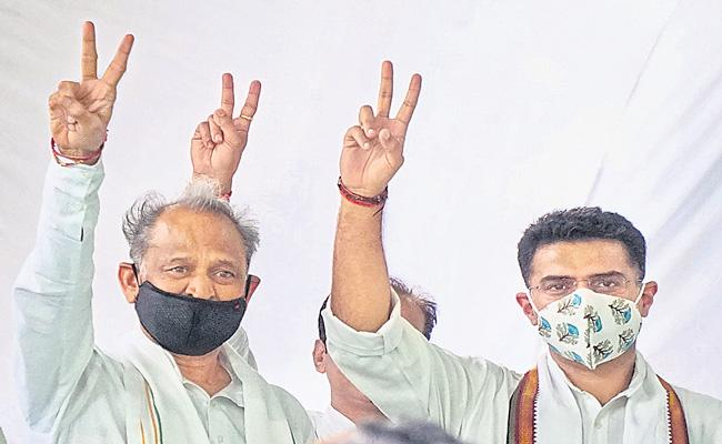 Sachin Pilot-Ashok Gehlot Exchange Smiles and Handshakes - Sakshi