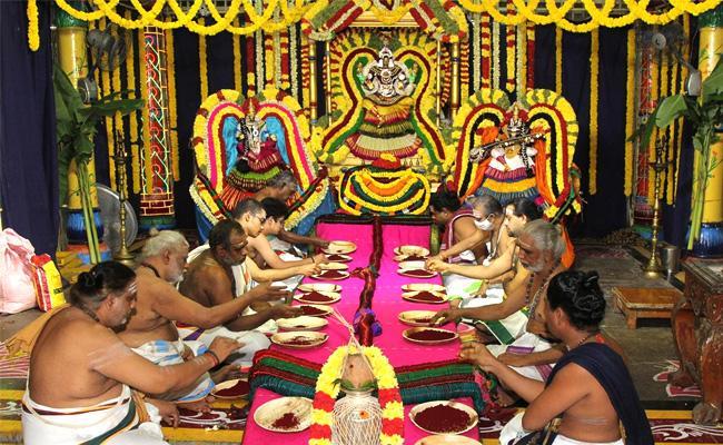 Laksha Kumkumarchana At Kapileswaraswamy Temple - Sakshi