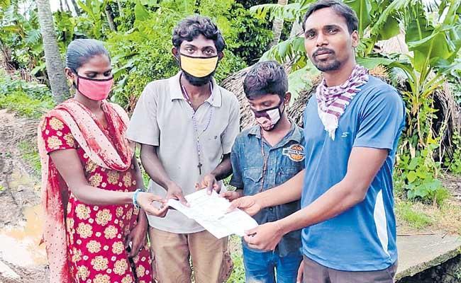 Ramesh And His Family Walked 110 Kms Within 22 Days Vizag To Warangal - Sakshi