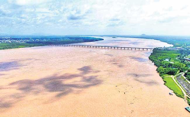 Flood Water Flow Increasing In Godavari - Sakshi