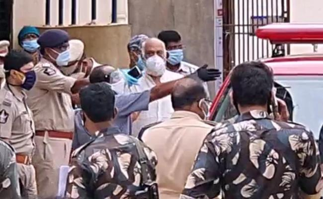 Former TDP MLA JC Prabhakar Reddy Questioned by Police - Sakshi