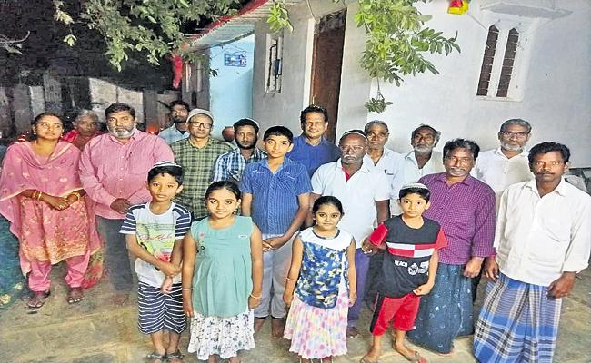 There are an estimated 125 families of Jewish nationals in AP - Sakshi
