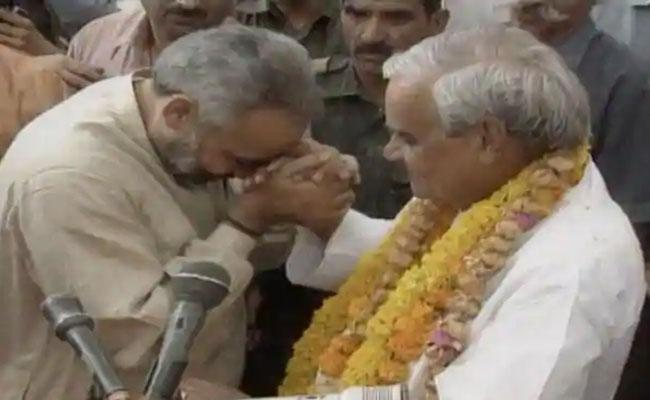 PM Modi Montage Of Old Pics And Videos In Memory Of Vajpayee - Sakshi