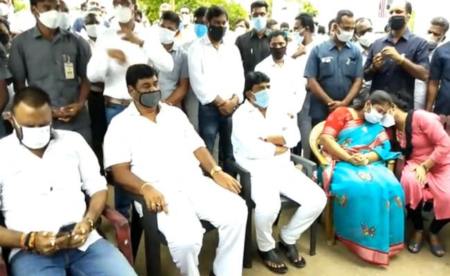 AP Ministers Visit Vangapandu Prasada Rao Family - Sakshi