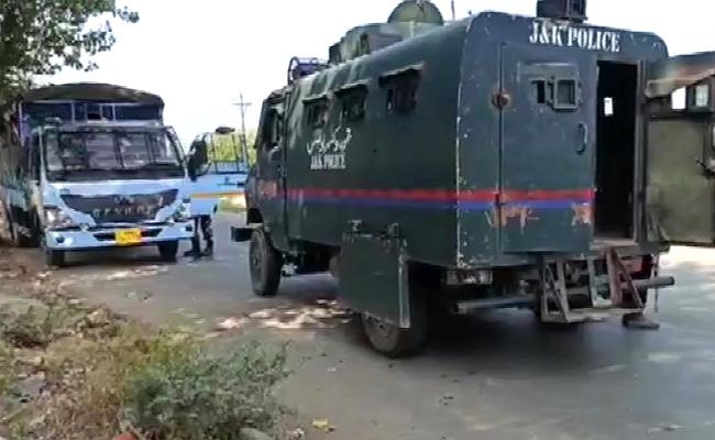 2 CRPF Personnel, 1 Cop Killed In Terror Attack In J&Ks Baramulla - Sakshi