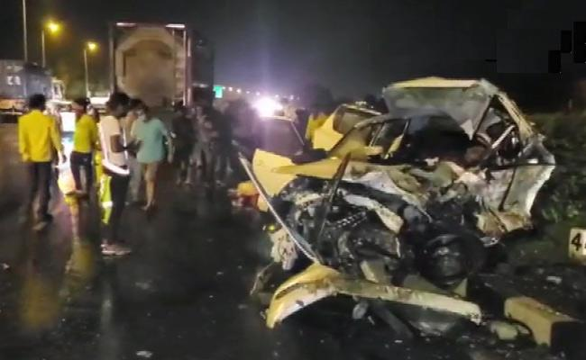 two cars collided in Gujarat - Sakshi
