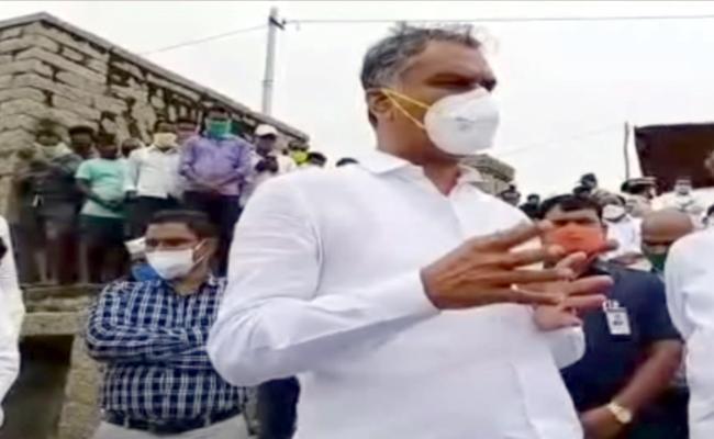 Harish Rao alerted officers over Floods - Sakshi