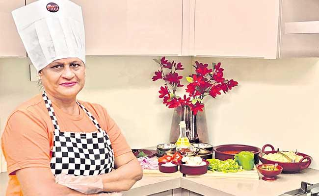 Special Story About Pratibha Kanoi From Mumbai For Her Pizzas - Sakshi
